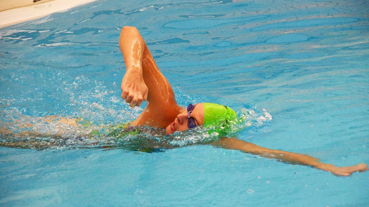 codo alto en natacion
